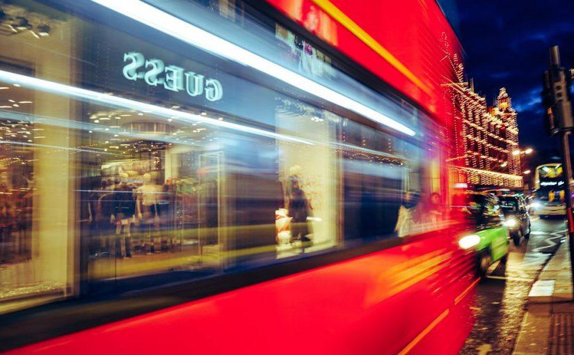 WeMob y AETRAM firman un acuerdo de colaboración para el sector del Transporte Discrecional de Viajeros